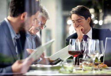 Sèche : comment perdre du poids en conciliant vie sociale et professionnelle ?